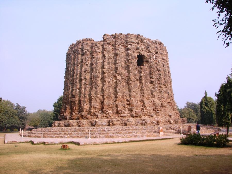alai-minar-at-qutub-minar-complex-in-delhi