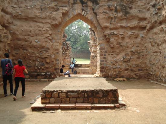tomb-of-alauddin-khilji